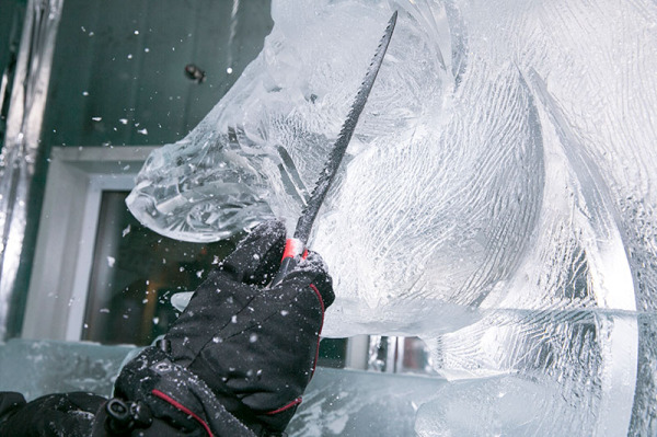 Minus 5° ICE BAR Queenstown carving